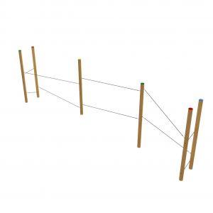 Robinia staanders met daartussen touwen als klimparcours